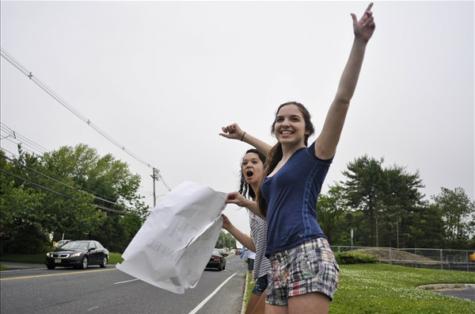 PHOTO SLIDESHOW: Junior car wash brings in $300+