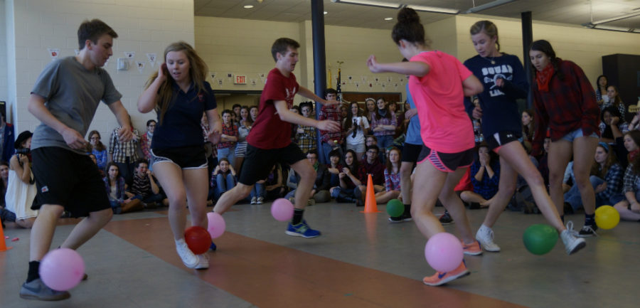 Class of 2016 takes first in balloon pop competition