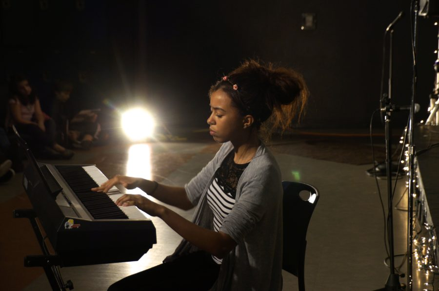 BLOT PHOTO BY MEAGAN MCDOWELL Freshman Sydney Karlin of Matawan performs a piano rendition at the Class of 2017 fundraiser. Coffeehouse is an event annually and traditionally hosted by the juniors.