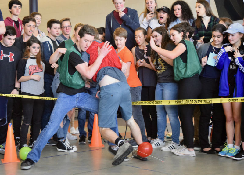 Sophomore Will Dean of Middletown was the remaining contestant in Balloon Pop for the sophomore class, leading them to a third place finish.