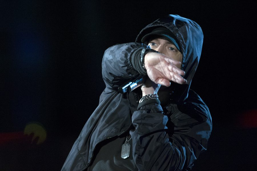 Eminem+performs+at+the+Concert+for+Valor%2C+and+is+among+the+artists+who+criticize+Trump.