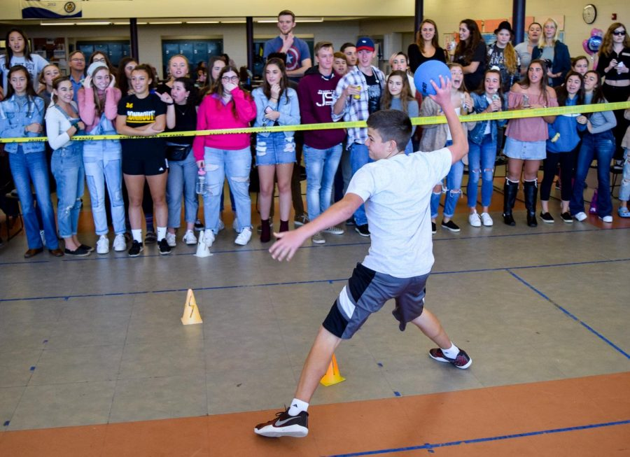 Students+watch+junior+Matt+Emery+of+Ocean+in+the+first+place+dodgeball+matchup+against+the+sophomores.