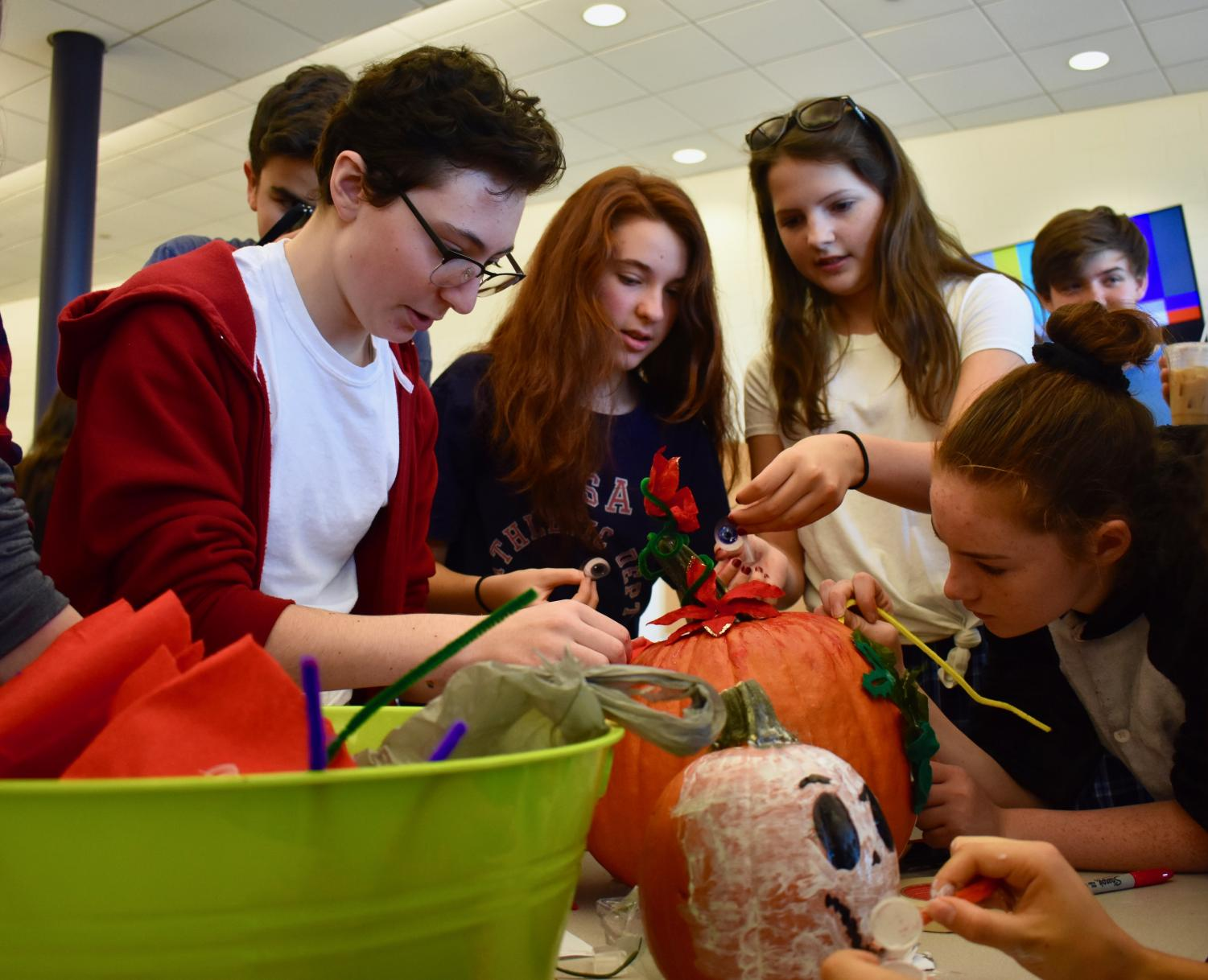 Freshmen+work+together+for+Tuesday%E2%80%99s+event%2C+the+Pumpkin-Decorating+Contest.+The+theme+was+%E2%80%9CThe+Nightmare+Before+Christmas.%E2%80%9D+
