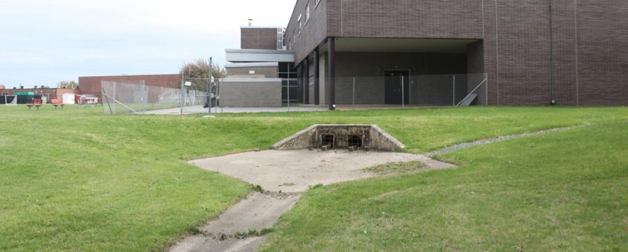 Construction+crews+are+beginning+to+convert+this+drainage+ditch+into+a+tiny+swimming+pool.%0A
