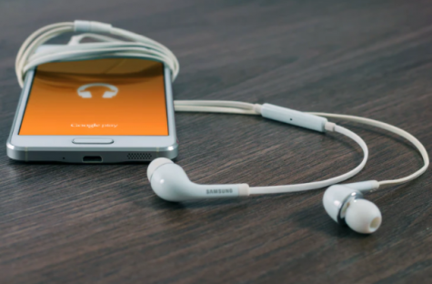 Although the new music streaming services produce less plastic, greenhouses gases are produced to such an extent that it causes discussions on the whether there is still hope for other music listening materials. https://unsplash.com/license